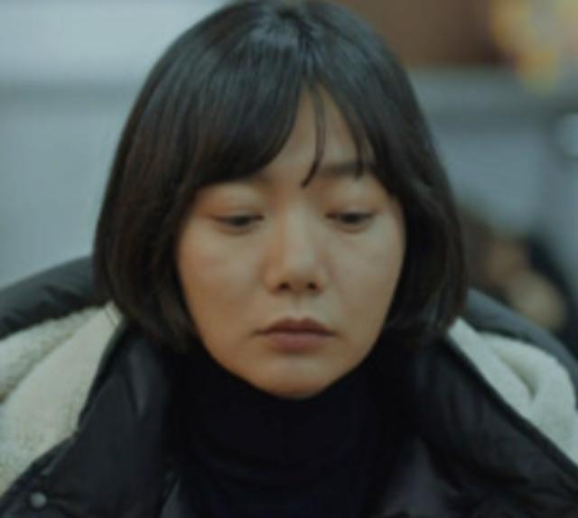 강민경 볼처짐.png